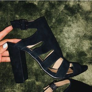 black chunky sandal